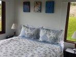 Habitación cama queen; baño privado, closet, TV satélital , black-out ..confortable .