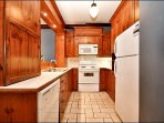 Lovely Fully Equipped Clean Kitchen