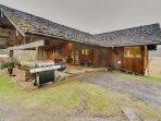 Sprawling, dog-friendly, watefront lodge w/ plenty of classic comforts