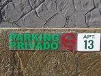 Parking privé.