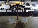 Piscines sécurisées  Transats gratuits le long des piscines. Terrain pétanque + table ping-pong.