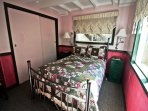 Lower level bedroom with a Double bed