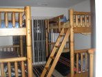 4th floor bunk beds (Full Bath)