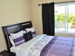 Hampstead House at Disneyland Anaheim Vacation Rental Another Queen Guestroom