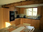 Oak kitchen with everything you need
