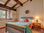 You will love the beautiful wooden beams in the guest room.