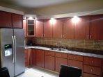 Esta es la cocina. Tiene luces led y todos los utencilios. Tambien Micro Honda.