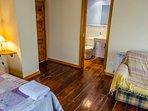 Otra vista de la habitación Espliego  con baño independiente en la propia habitación