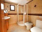 Ensuite bathroom (5)