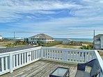 Sunning or observation deck on roof