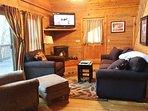 Living Room w/40' Flat TV