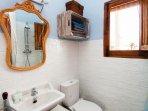 Habitación 3 - Primera planta, con baño privado.