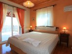 Double bedroom with A/C, en suite bathroom and terrace access