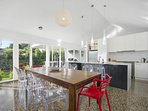 Dining for 8, fully equipped kitchen with heaps of gadgets for the chef in you
