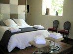 la chambre et le lit en 160