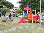 Parco giochi sulla passeggiata a pochi passi dalla nostra casa