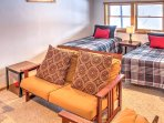 2 twin-sized guests in the downstairs living room can accommodate 2 extra guests.