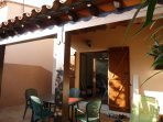terrasse de 30 M2 avec salon de jardin et barbecue