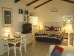 Studio cottage w/ full kitchen, king bed, sleeper