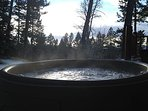 Soak in the bubbly jacuzzi after a long hike in the park! Riverfront and next to the sauna & firepit