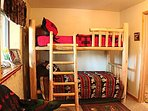 Downstairs bunk bed room....very comfortable!