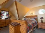 Queen Sleigh in the loft bedroom with great view !