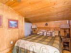 Guest Cabin bedroom with queen bed !