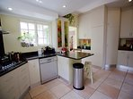 Fully equipped kitchen with gas hob and dishwasher