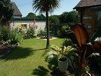 giardino chiuso con salotto