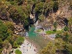 Anche le spettacolari gole dl fiume Alcantara sono facilmente raggiungibili da Linguaglossa
