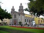 PARQUE KENNEDY (Kennedy Park), 7 minutes walking distance . Miraflores main park