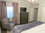 Guest bedroom with 40' Smart TV