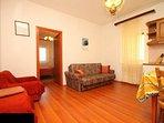 C(2+2): living room