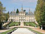 el Palacio del Real Sitio de la Granja de San Ildefonso a 10 minutos en coche.