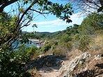 Le chemin des douaniers longe le littoral sur toute la presqu'île de St. Tropez