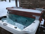 New, 83-jet spa with forest view