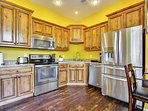 Full kitchen granite countertops & stainless steel appliances. Keurig coffee maker w/ compliment cof