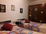 Habitacion de 2 camas de 90 cm. Muy  alegre!