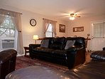 Pet Friendly Virginia Blue Ridge Mountain Cabin Rental-Foxwood