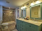 This Jack N Jill bathroom is perfect for families!
