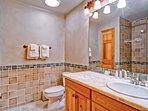 EastWestResorts_HL203_Bathroom.jpg
