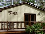 Our Private 2BR Cabin, Nestled in the Mountain Woodlands, close to Swimming Pool