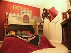 Harry Potter Hogwarts' Castle Bunk (Queen and twin). Play Costume robes and wands!