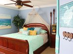 Moana's King Canopy Master w/ Ensuite Bathroom, ceiling fan, TV and blu-ray w/apps