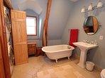 Hallway bath 2nd floor with claw tub