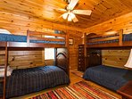 Bedroom w/ 2 sets bunk beds
