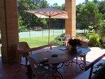 Le tennis vu de la terrasse