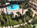 Vue jardin et piscine depuis la terrasse