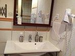 Salle d'eau chambre 1