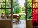 Séjour ouvert sur la terrasse
